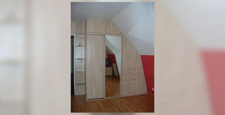 placard sous double pente magny le hongre. Black Bedroom Furniture Sets. Home Design Ideas