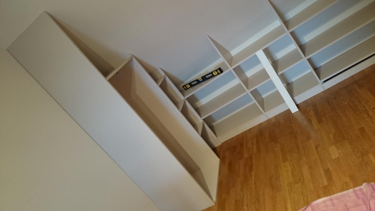 dressing contre et sous pente domotique. Black Bedroom Furniture Sets. Home Design Ideas