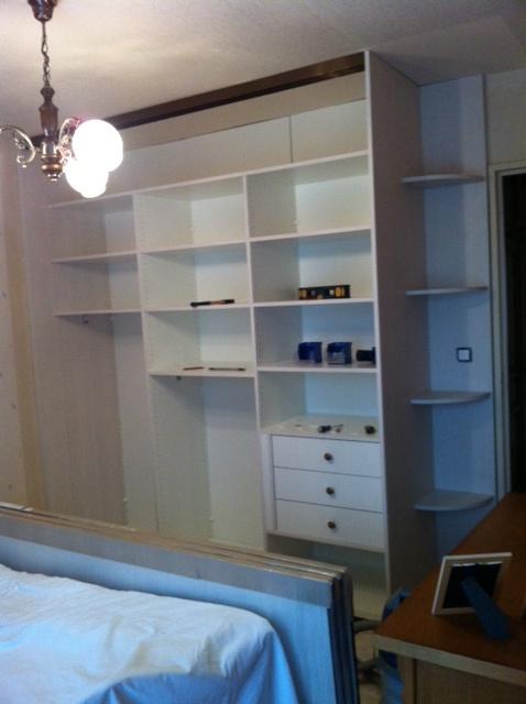 fonds, les 3 compartiments dressing, 3 tiroirs, étagères d'angles